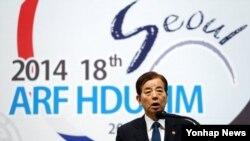 23일 서울에서 열린 2014 아세안 안보포럼 국방대 총장회의에서 한민구 한국 국방장관이 기조연설을 하고 있다.