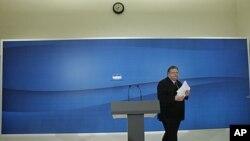 Thủ lãnh Ðảng Xã hội Hy Lạp Evangelos Venizelos bước ra khỏi cuộc họp báo ở quốc hội tại Athens, ngày 11 tháng 5, 2012