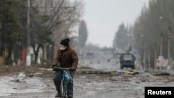 Truce Allows Evacuation of Debaltseve Residents in Eastern Ukraine