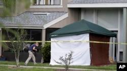 امریکی ریست فلوریڈا کے شہر اورلینڈو کے اس گھر کی تصویر جہاں مشتبہ شخص ایف بی آئی اہلکاروں کی فائرنگ سے ہلاک ہوا