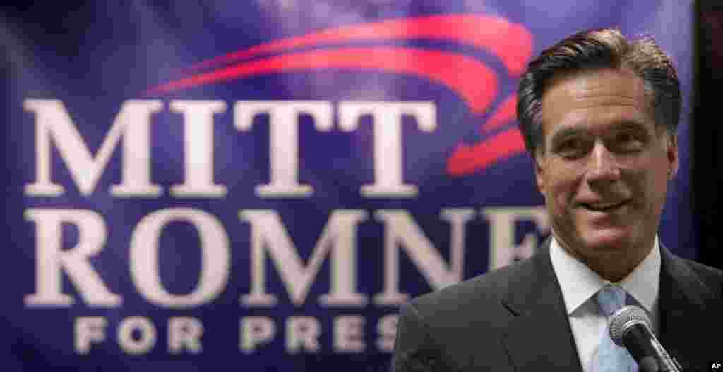 Le candidat républicain Mitt Romney s'adressant aux médias avant un petit déjeûner de levée de fonds à Salt Lake City, dans l'Utah, le 23 juin 2007