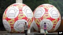 2006年世界杯期间北京街头足球形状的广告