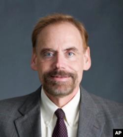 乔治城大学法学院教授费能文