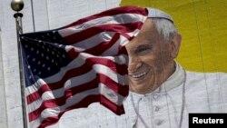 Gambar Paus Fransiskus di sebuah gedung di Manhattan, New York (foto: dok).