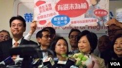 香港特首參選人葉劉淑儀(右二)宣佈結束選舉工程。(美國之音湯惠芸攝)