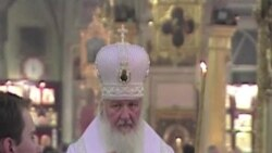 Патриарх между Кремлем и демонстрантами