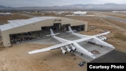 Двухфюзеляжный самолет Stratolaunch