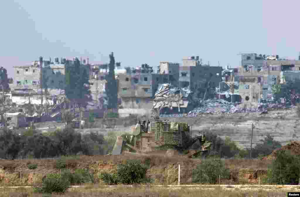 An Israeli army armored bulldozer advances in the northern Gaza Strip, July 28, 2014.