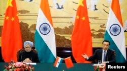 2013年10月23日中國總理李克強與印度總理辛格於人民大會堂的聯合記者招待會。(資料照片)