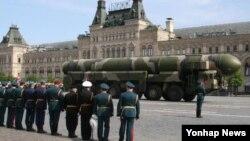 제2차 대전 승전기념일 군사페레이드에 등장한 러시아의 대륙간탄도미사일(자료사진)