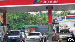 Menko Perekonomian, Hatta Rajasa menilai penambahan kuota dirasa tidak perlu sebelum ada upaya maksimal untuk pengendalian penggunaan BBM bersubsidi (Foto: dok).