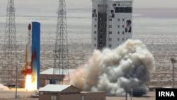 ایران روز پنجشنبه موشک ماهوارهبر «سیمرغ» را به فضا پرتاب کرد که در آن از فناوری موشک های بالستیک قارهپیما استفاده میشود.