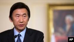 韩国外长尹炳世在美国国务院举行的一次新闻会上讲话。(2013年4月2日)
