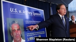 Jaksa Geoffrey Berman saat memberi penjelasan mengenai kasus prostitusi anak yang melibatkan pakar keuangan Jeffrey Epstein, di New York, 8 Juli 2019.