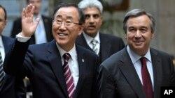 Sekjen PBB Ban Ki-moon (kiri) bersama penggantinya, Antonio Guterres dalam sebuah acara di Jenewa, Swiss (foto: dok).