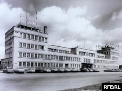Стара будівля аеропорту, в якому спершу в Мюнхені, у 1953–1966 роках, був розташований офіс Радіо Свобода