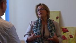 Intervistë me dr.Lori Amy mbi diktaturën, dosjet sekrete dhe tranzicionin e Shqipërisë
