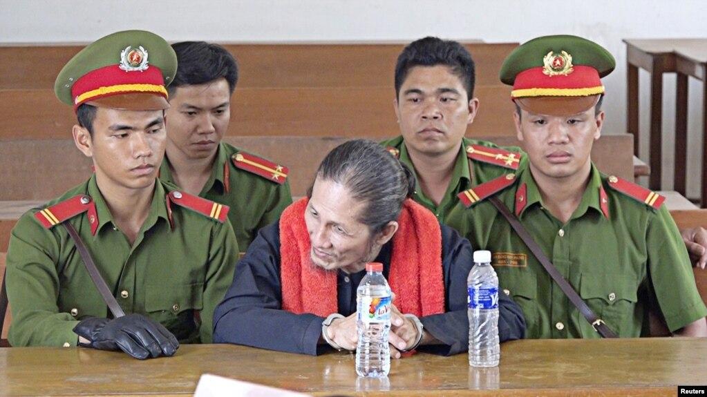 Tín đồ Phật giáo Hòa Hảo Thuần túy Vương Văn Thả tại phiên tòa ngày 23/1/18 ở tỉnh An Giang.