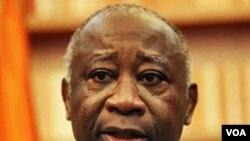 Presiden Pantai Gading, Laurent Gbagbo saat melakukan wawancara di kediamannya di ibukota Abidjan, 26 Desember 2010.