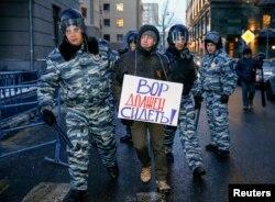 莫斯科警察拘留了纳瓦尔尼的一名支持者