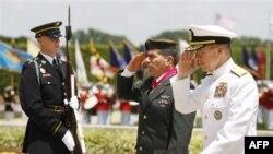 Слева направо: генерал-лейтенант Габи Ашкенази и адмирал Майк Маллен в Вашингтоне. Архивное фото.