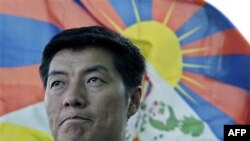 Ông Sangay giành được học bổng của trường Harvard và đã đạt được văn bằng luật khoa tại đó