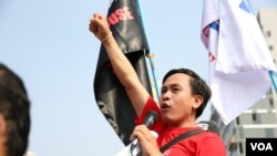 FILE - Vorn Pao, President of the labor group Independent Democracy of Informal Economy Association (IDEA), fists to the rally of over 300 workers to mark 130th International Workers Day, on May 1st ,2016 in Phnom Penh.