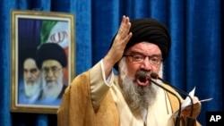 ایران کے مذہبی رہنما آیت اللہ احمد خاتمی (فائل فوٹو)