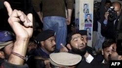 Pakistan: Përkrahësit e vrasësit të guvernatorit e vështirësojnë procesin e drejtësisë
