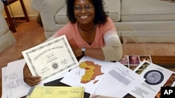 Monica Myles holds a certificate from African Ancestry Inc. showing which tribe and country her ancestors came from over 500 years ago, Aug. 28, 2003, in her Mitchellville, Md., home.