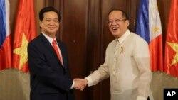 Trong chuyến thăm Philippines năm ngoái, Thủ tướng Nguyễn Tấn Dũng tuyên bố rằng tình hình ở biển Đông hiện nay 'đặc biệt nguy hiểm' đồng thời khẳng định rằng hai nước sẽ củng cố hợp tác quốc phòng và sẽ 'kiên quyết phản đối' Trung Quốc.