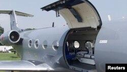 Самолет - биологический контейнер для перевозки больных