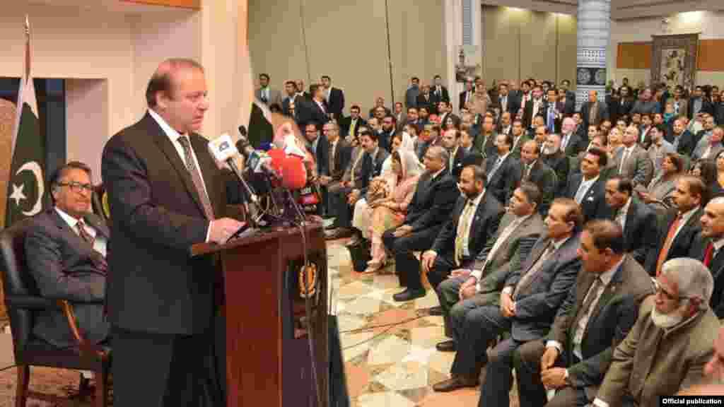 واشنگٹن پہنچنے پر وزیراعظم نواز شریف نے پاکستانی امریکن کمیونٹی سے بھی خطاب کیا۔