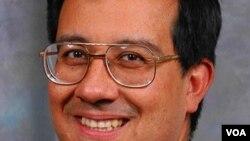 Dr. Benjamín Flores, catedrético de ingeniería de la Universidad de Texas en El Paso (UTEP).