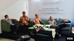 SMRC merilis survei tentang Isu Kebangkitan PKI di kantornya di Jakarta hari Jumat 29/9. (Foto: VOA/Fathiyah)