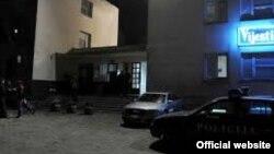 Policija ispred ulaza u redakciju Vijesti (rtcg.me)