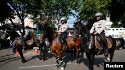Hàng ngàn cảnh sát và binh sĩ Indonesia đã được điều động để ngăn ngừa những vụ gây rối.