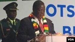 Uzaphathelani Ilizwe leZimbabwe uMnangagwa Obeselizweni leBotswana?