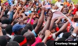Vijana wakiwa katika kampeni za Bobi Wine nchini Uganda