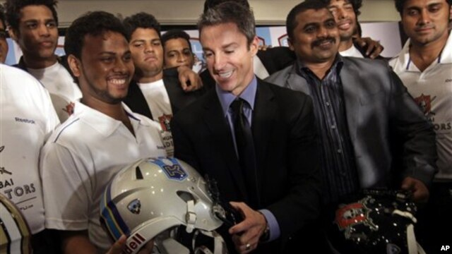 Chief Executive Officer of the Elite Football League India Richard Whelan (C) interacts with Indian players during a press conference to announce the league, in Mumbai, India, August 5, 2011.