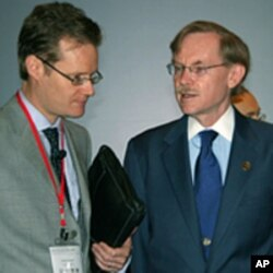世界银行行长佐利克(右)