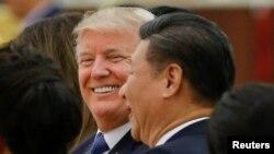 Le président américain Donald Trump et son homologue chinois Xi Jinping lors d'un dîner d'État au Grand Palais du Peuple à Beijing, Chine, 9 novembre 2017.