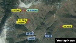 한국 국방부가 최근 공개한 북한 풍계리 핵실험장 위성 사진. 지난 5차례의 핵실험 지점과, 지하갱도 입구 위치가 표시돼있다. 한국 군은 핵실험장 3번 갱도에서 핵실험 준비를 마친 정황을 포착했다고 밝혔다.