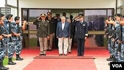 Ecuador espera que Uruguay sea el noveno país en ratificar el tratado constitutivo de UNASUR.