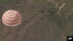 카자흐스탄에 착륙하는 소유즈 우주선