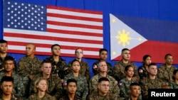 Американские и филиппинские военнослужащие в Маниле, 29 апреля 2014г.
