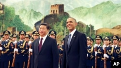 Presiden AS Barack Obama dan Presiden Xi Jinping di Beijing, China (12/11). (AP/Andy Wong)