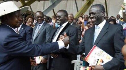 Rais Museveni akimpa mkono hasimu wake wa kisiasa Besigye, kwa mara ya kwanza baada ya miaka 25