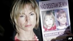 Kate McCann, la madre de Madeleine, muestra fotos de su hija desaparecida