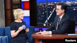 "Senator AS Kirsten Gillibrand dalam acara ""Late Show with Stephen Colbert"" di New York, 15 Januari 2019. (Foto: Courtesy Scott Kowalchyk/CBS/Handout via REUTERS)."